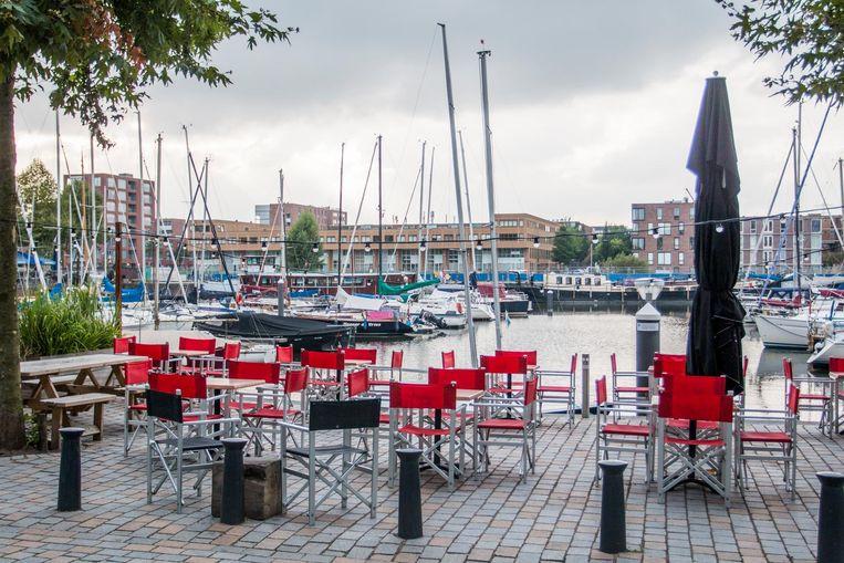 Dok48 in de haven van IJburg is het smakelijkste bierterras op de eilanden. Beeld Jesper Boot