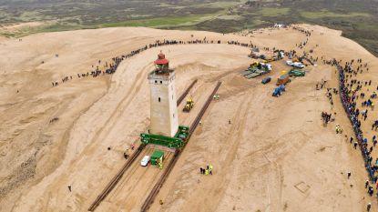 Iconische Deense vuurtoren van 722 ton is gered en 80 meter landinwaarts verplaatst