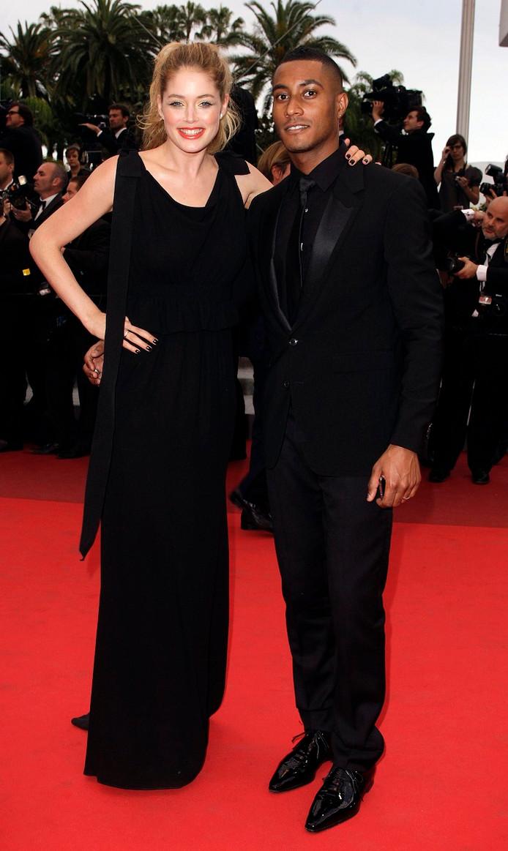Doutzen Kroes en Sunnery James bij de première van 'La Conquete' tijdens het 64e Filmfestival vcan Cannes in 2011.