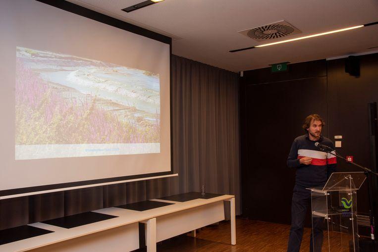 Michael De Beuckelaer (Vlaamse Waterweg) geeft uitleg over de oplossingen.
