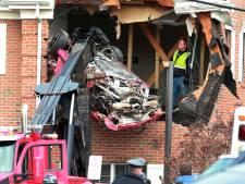 Porsche vliegt eerste etage kantoorgebouw binnen: 2 doden