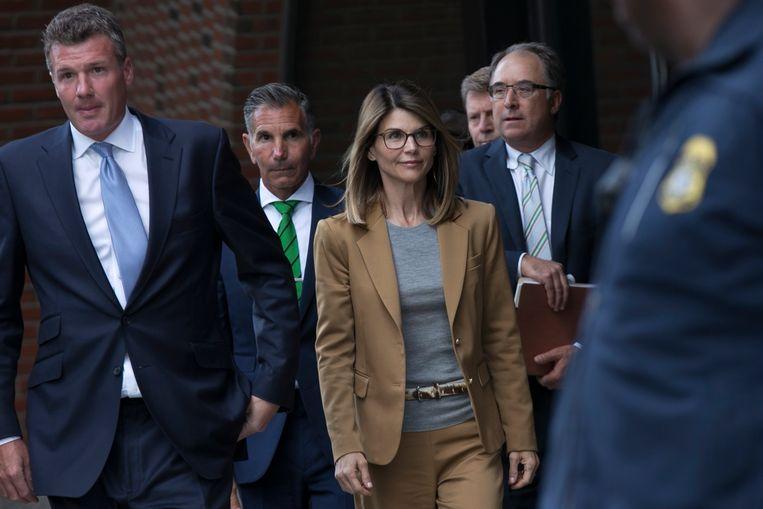 Actrice Lori Loughlin en haar man Mossimo Giannulli hebben een nieuwe aanklacht aan hun broek hangen in de grote universiteitsfraudezaak.