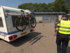 Politie plukt caravans van de de weg voor controle