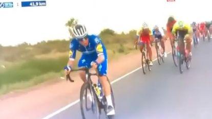 """""""Daar is 'm, daar is 'm"""": Evenepoel even op kop en Vlaanderen wordt gek, waarna hij ook meteen een compliment van Sagan krijgt"""