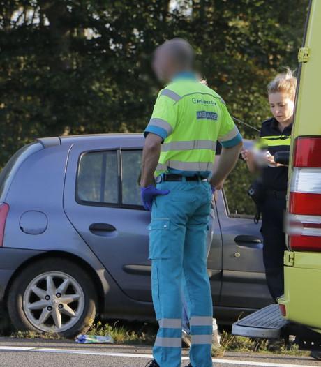 Auto rijdt in vangrail op A1 bij Holten