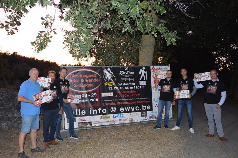De leden van Emelgemse Wielervriendenclub en Pasar Kachtem zijn klaar voor de tweedaagse.
