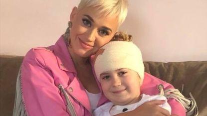 Mooi gebaar: Katy Perry verrast doodzieke fan met bezoek