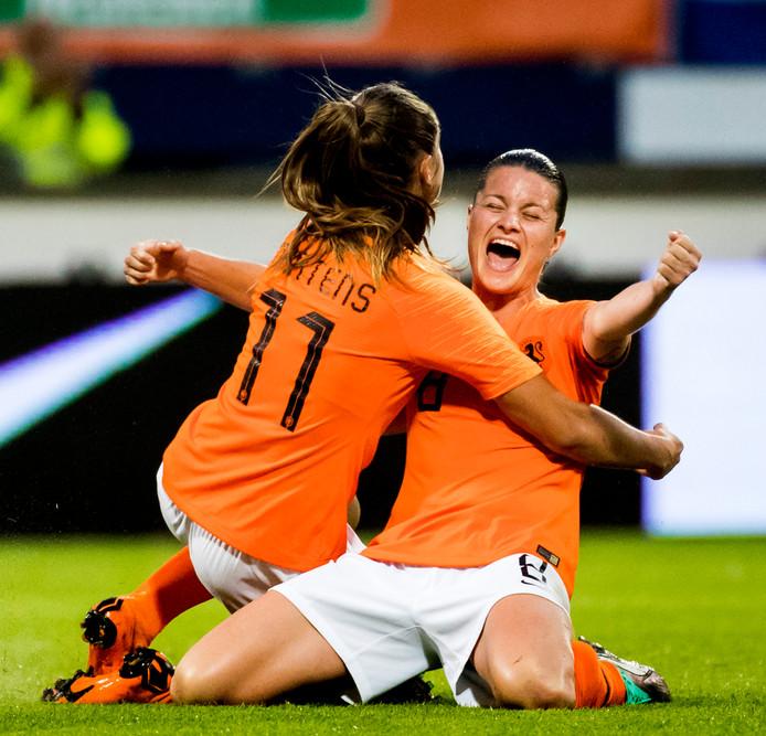 2018-06-12 21:47:20 HEERENVEEN - Sherida Spitse van het Nederlandse vrouwenelftal viert de 1-0 van Lieke Martens tijdens de WK-kwalificatie tegen Slowakije. ANP KOEN VAN WEEL