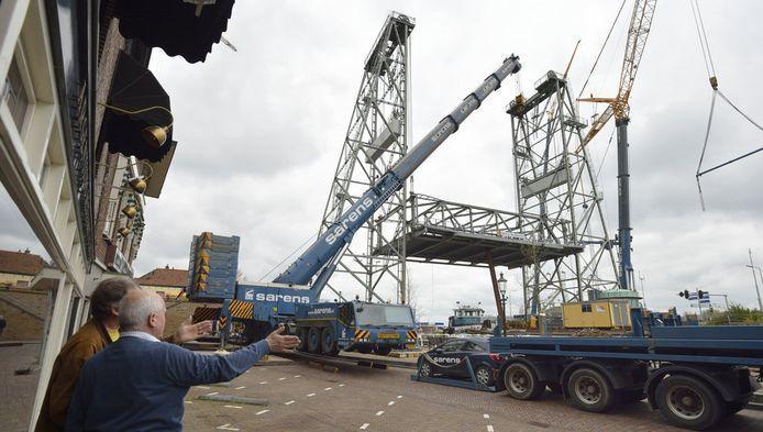 Inspectie van de brug nadat een schip er tegen botste