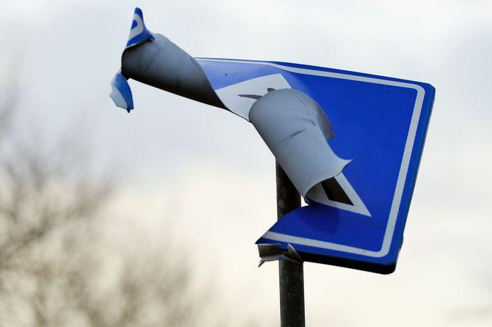 Zo'n 40 verkeersborden werden opgeblazen in Kampen (archieffoto)