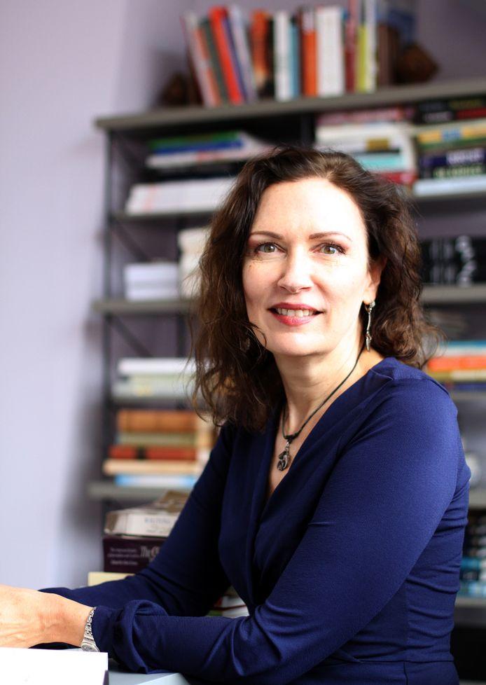 Schrijfster Jacqueline Zirkzee praat over haar nieuwe roman in de Stamtafel.