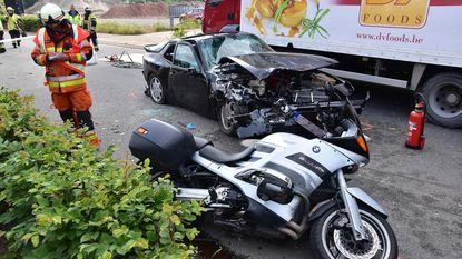 Vier gewonden na ongeval door te hoge haag