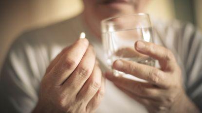 """Herman (57) heeft hiv: """"De bijsluiter smijt ik weg. Niemand mag zien welke pillen ik neem"""""""