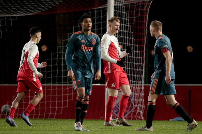 Jonas Arweiler bejubelt de 3-0 tegen Jong Ajax.