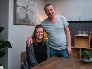 """Antwerps koppel met drie cafés wil vrijwillig gaan werken in vaccinatiedorp: """"Misschien kunnen we dáar een toog installeren en een vat aansluiten?"""""""