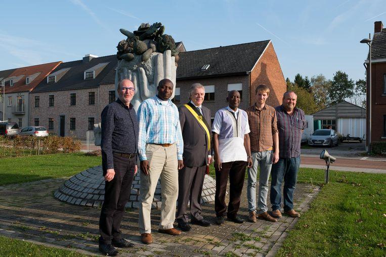 De rector en de decaan uit Ghana samen met onder meer schepen Maurice Verheyden.