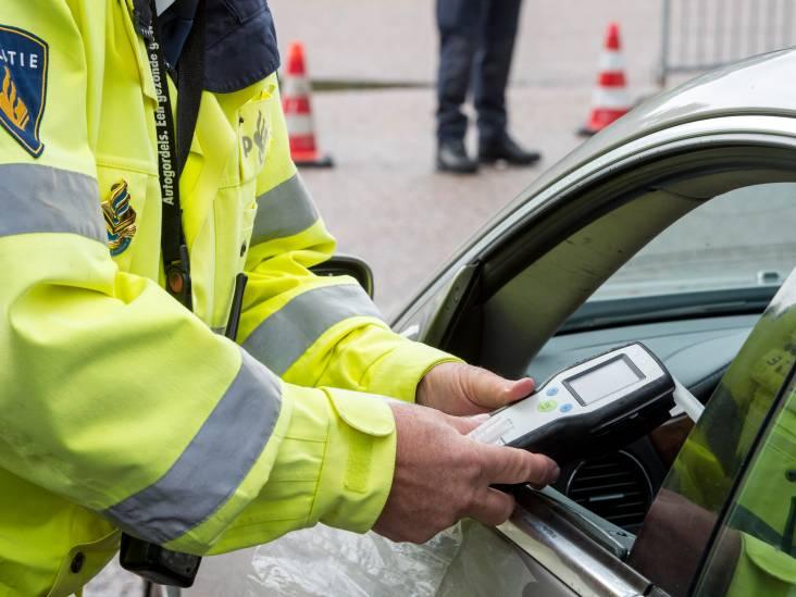 Stomdronken vader en zoon uit Heeswijk-Dinther verliezen op één dag beiden rijbewijs in dezelfde auto