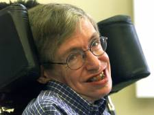 Stephen Hawking krijgt plekje naast Charles Darwin en Isaac Newton