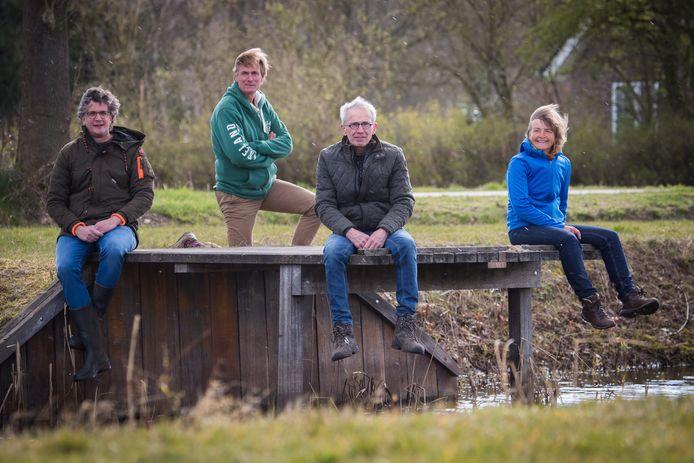 Salland Zoemt met van links af Mans Mees , Harrie Kiekebosch, Jan Overesch en Agnes Heethaar