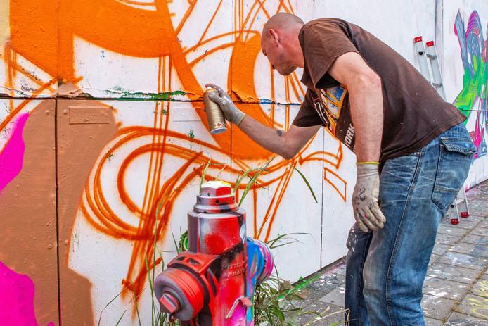 Onder begeleiding van professionele graffitiartiesten van The Loods in Roosendaal zouden zaterdag jongeren in het centrum van Zevenbergen met verfspuitbussen aan de slag gaan. Maar het evenement is uitgesteld.