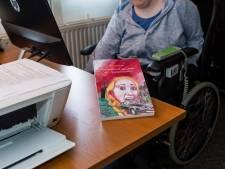 Lisette uit Enschede is schrijfster, dankzij haar verlengde voet