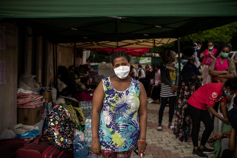 De moeder van Mantewa, die in Ethiopië zorgt voor haar zoontje van nu 8 jaar, weet niet dat ze nu op de stoep van het consulaat slaapt. 'Ze denkt dat ik gewoon nog werk.' Beeld Diego Ibarra Sánchez