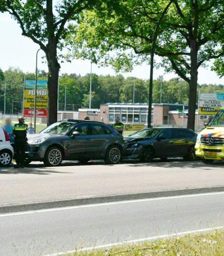 Vier auto's betrokken bij kettingbotsing in Enschede