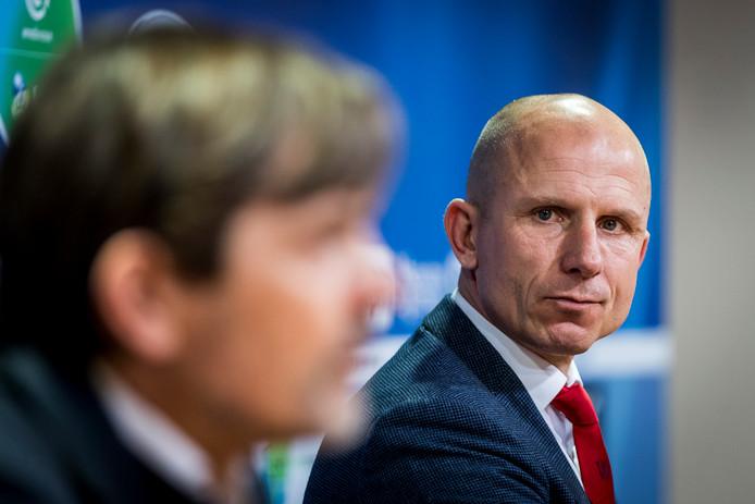 Reinier Robbemond tijdens de persconferentie na de zege op PSV.