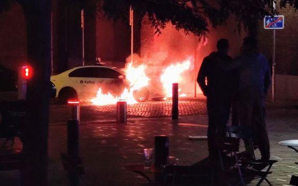 Donderdagavond werd in de gemeente al een politiewagen in brand gestoken aan het Sint-Gillis-voorplein.