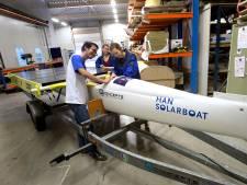 Golfslag doet de HAN solarboot uit Doetinchem de das om