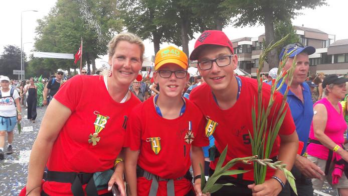 Beppie Colsen, Joost Colsen uit Hulst en neef Tijmen uit de Achterhoek.