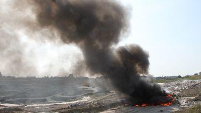 Grote rookpluim door afvalbrand op stortplaats in Roeselare
