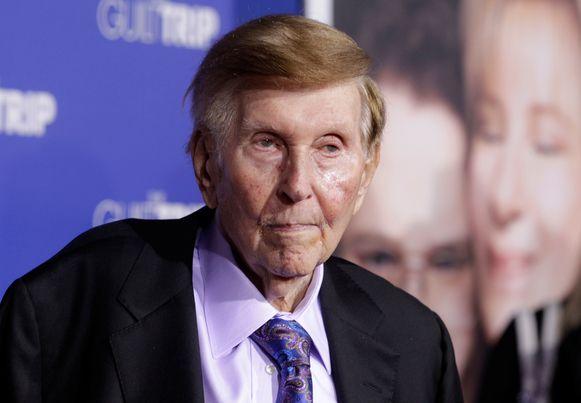 De hoogbejaarde miljardair Sumner Redstone (96).