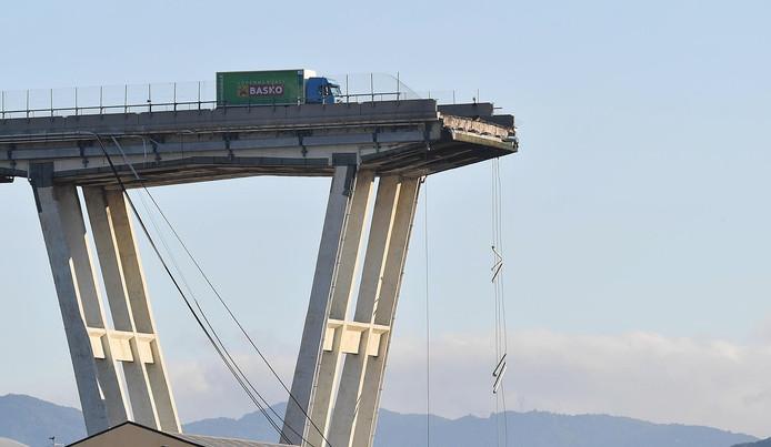 instortende brug Genua