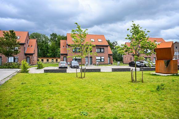 De gerenoveerde woningen in de Oostkouterstraat.
