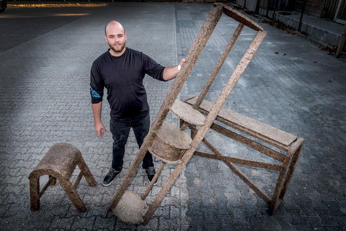 Martijn Straatman maakt meubels van paardenmest.