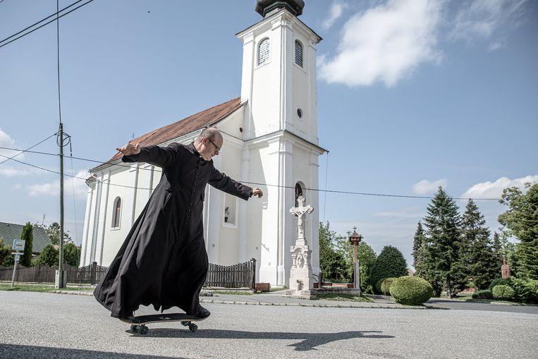 De pastoor Zoltán Lendvai (55).  Beeld Akos Stiller