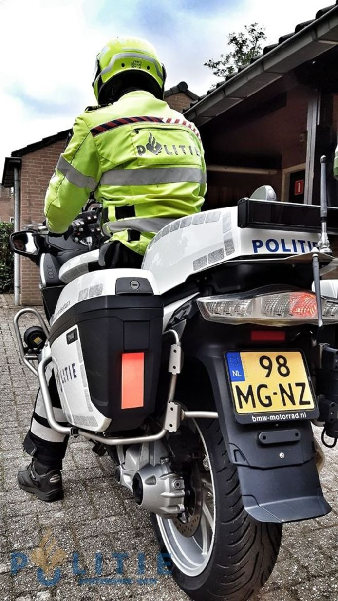 Een motoragent heeft op de Dinxperlosestraatweg in IJzerlo een hardrijder betrapt. Het rijbewijs van de man is ingevorderd omdat hij 61 kilometer te hard reed.