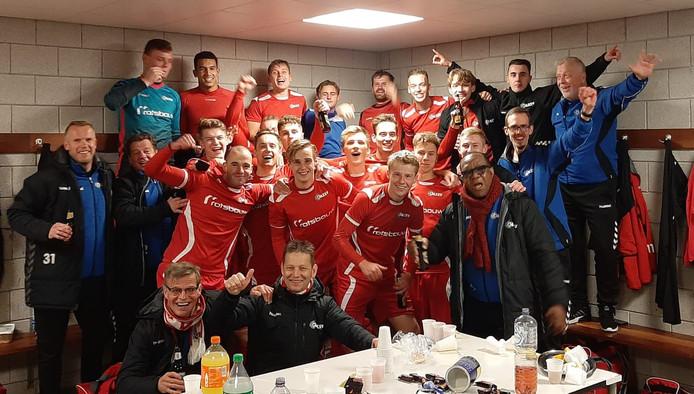 AZSV viert de behaalde periodetitel in Veen.