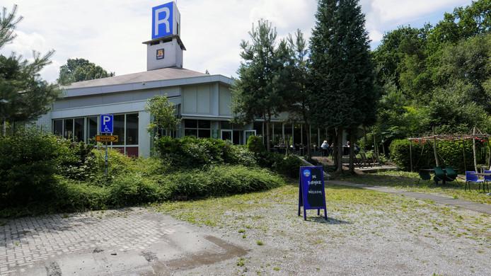 Aan het uiterlijk van het voormalige wegrestaurant De Liempdse Barrier is niet veel veranderd.