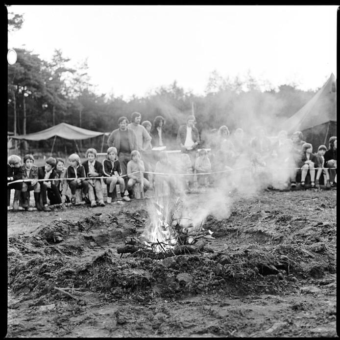 1974 of 1975: patiëntjes van de longkliniek van de Klokkenberg kamperen in het Mastbos.