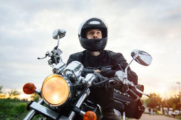 Om de files te vermijden halen steeds meer mensen een motorrijbewijs.
