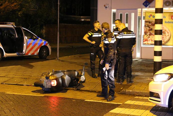 Politie achtervolgt scooterrijders na negeren stopteken