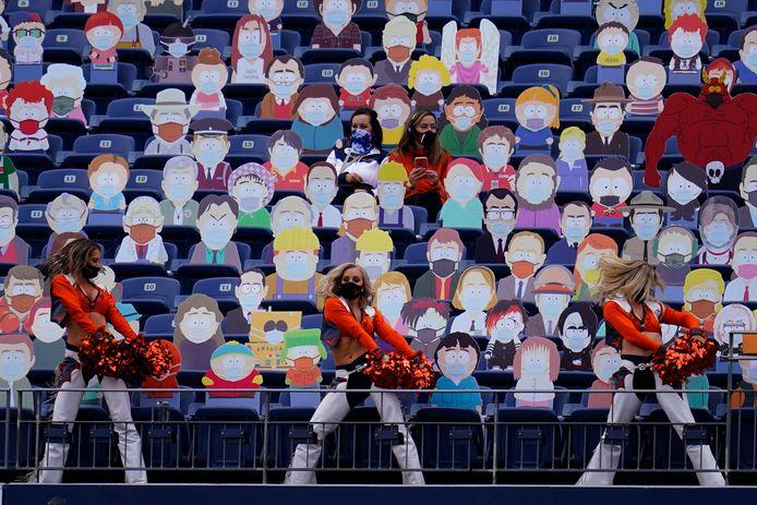 Cheerleaders en action devant les personnages de South Park, dimanche, à Denver