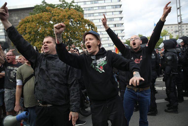 Aanhangers van extreem-rechts tijdens protesten in Chemnitz. Ze zijn de straat opgegaan na een dodelijke steekpartij met twee immigranten als verdachten Beeld null