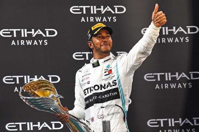Lewis Hamilton na het behalen van zijn zesde wereldtitel in de Formule 1.