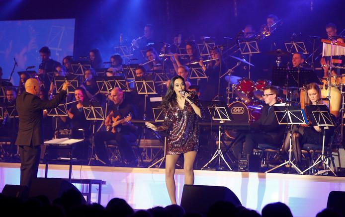 Optreden van Romy Monteiro met The Young Ones