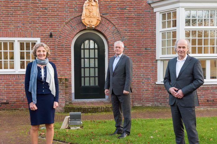 Liesbeth Sjouw (links), Jan van Burgsteden en Maarten Pieters (rechts) moeten de teamgeest in Waalre doen terugkeren.