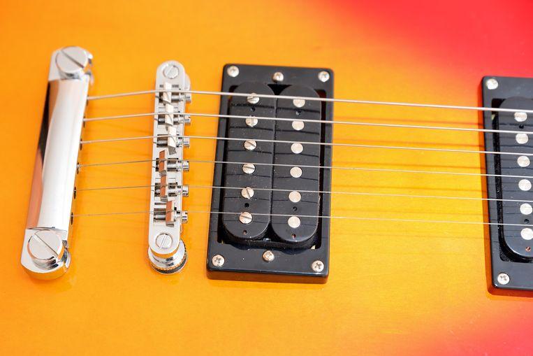 Het kwaliteitsverschil van verschillende gitaren heeft vaak met de houtkwaliteit te maken.  Beeld Alamy Stock Photo