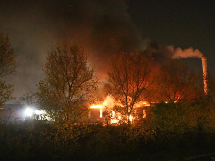 Grote brand bij afvalverwerker in Wateringen